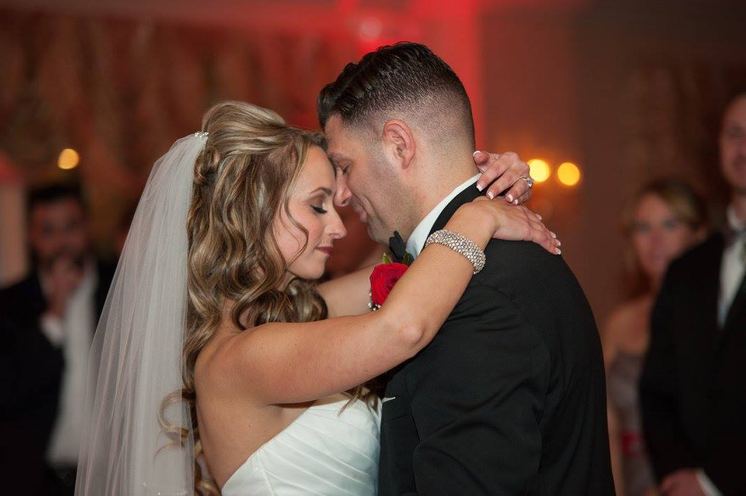 A Beautiful First Dance Sets the Mood for a Special Night