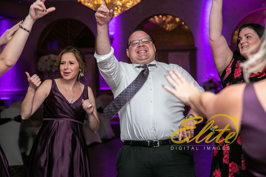 EliteEntertainment_NJWedding_EliteImages_RamadaTomsRiver_VersaillesBallroom_Colleen and Wayne 10.21 (10)